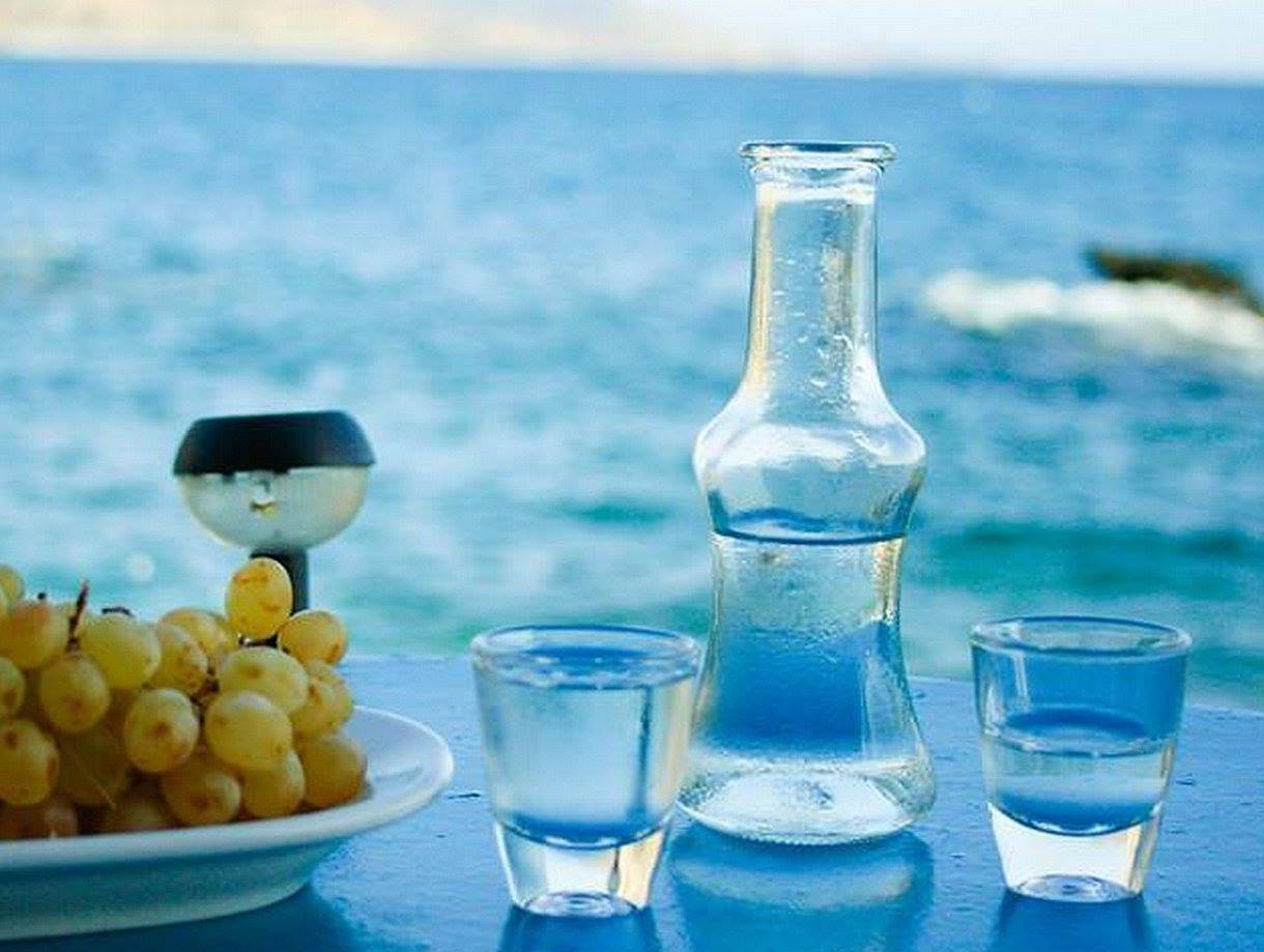 Tsikoudia: The Greek traditional drink with body and soul